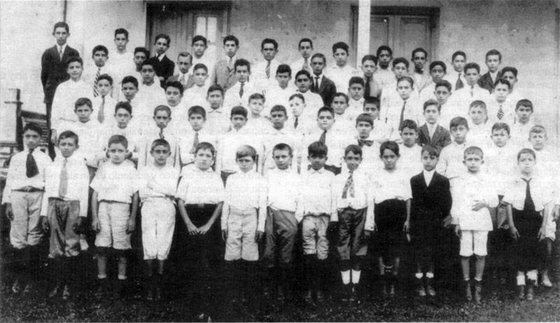 GRUPO DEL AÑO 1920 DE LA ESCUELA MODELO