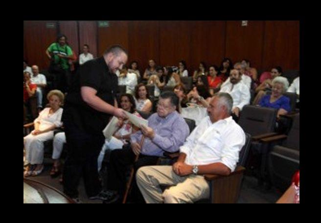 RECONOCIMIENTO A LA LABOR DE MARIO CASARES G. CANTÓN
