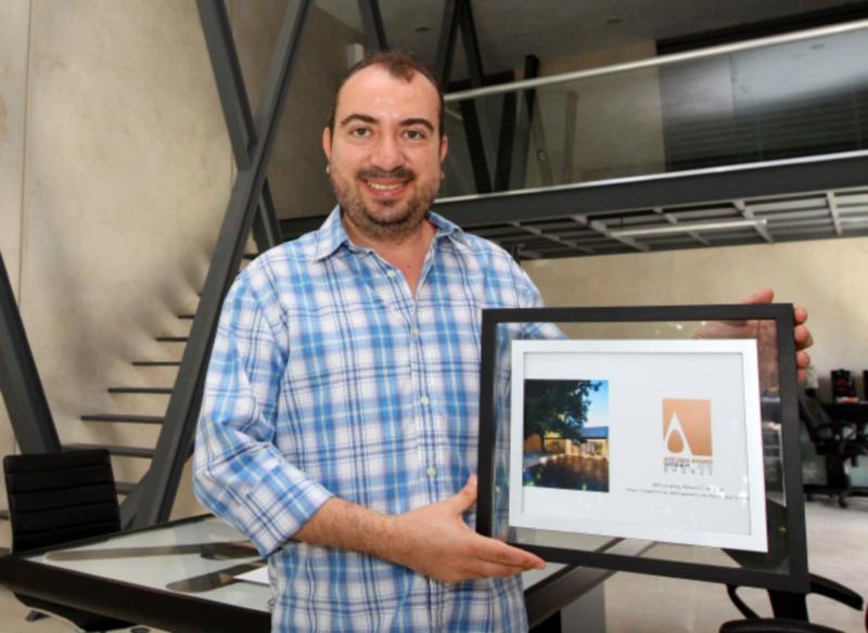 16 de julio del 2015 Imagen entrevista con el arquitecto Arturo Campos Rodriguez por un premio que recibi? su despacho en Italia.  en la foto:  Foto: Fidel Inter?an Jim?nez