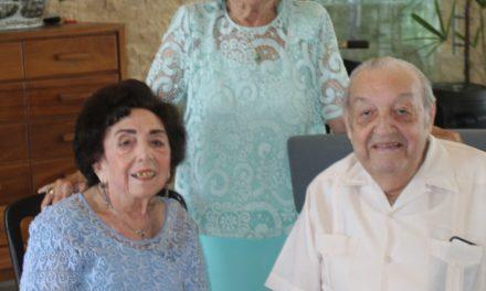 DOÑA SARITA CON SUS DOS HERMANOS: DOÑA OFELIA Y EL EMINENTE MÉDICO LUIS ALBERTO NAVARRETE RUIZ DEL HOYO, HIJOS DEL LIC. ALFREDO NAVARRETE SOLÍS Y DE DOÑA OFELIA RUIZ DEL HOYO LÓPEZ