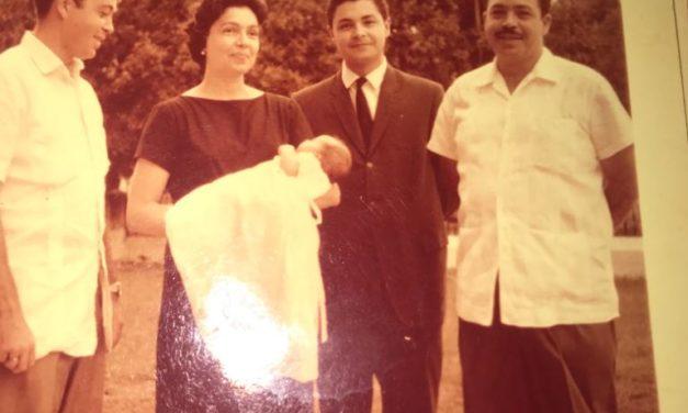 Foto entrañable de los cuatro hermanos Casares G Canton: Mario, Eldita, Raúl y Eduardo. El niño es Eduardo Gasque Casares, hijo de Eldita y Alfonso Gasque Gomez