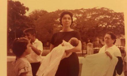 Doña Eldita Casares de Gasque y su hijo Eduardo
