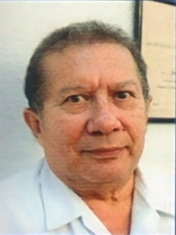 Médicos distinguidos: Dr. Santiago Sauma Ríos