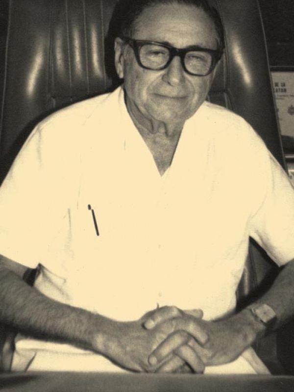 Dr. Carlos Urzaiz