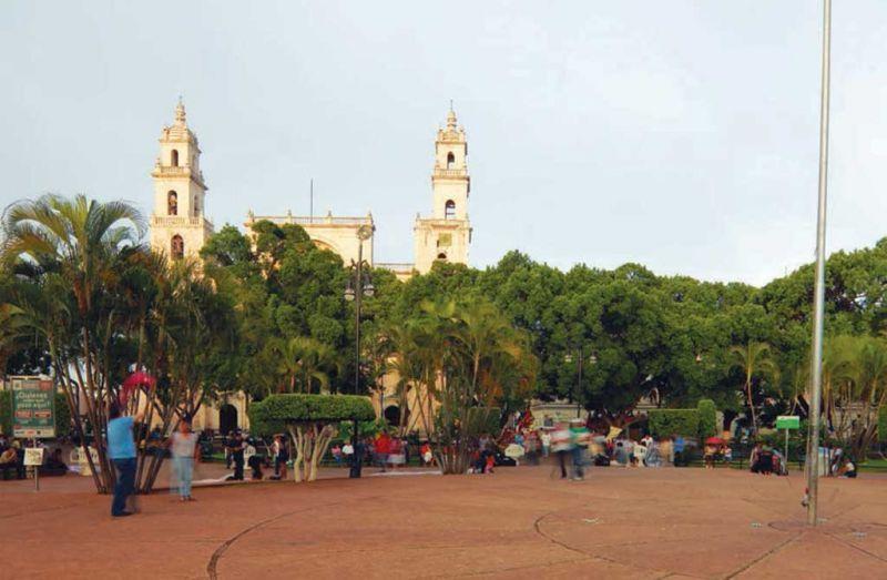Vista del la Catedral de Mérida desde la Plaza Grande
